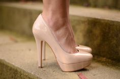 Kayla Miller has made me fall in love with nude high heels.... ;]
