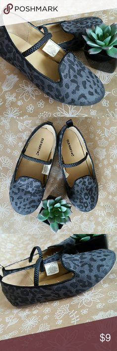 Old Navy Grey Leopard Slip On Flats Toddler 11 Slip on flats by Old Navy. Light wear, see pictures. Small scuffs at toes. Old Navy Shoes Dress Shoes