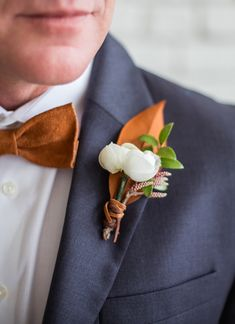 18 dark grey suit, a copper bow tie and a copper and white boutonniere - Wedding. Bridesmaids And Groomsmen, Groom And Groomsmen, Wedding Bridesmaids, Wedding Corsages, Groom Attire, Modern Wedding Flowers, Floral Wedding, Wedding Colors, Indigo Wedding