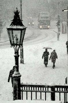 snow in trafalgar square, london