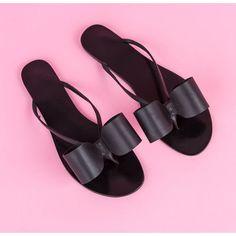 BLACK FLIP FLOP ($165) ❤ liked on Polyvore featuring shoes, sandals, flip flops, embellished flip flops, black bow shoes, embellished flat sandals, bow shoes and black flip flops
