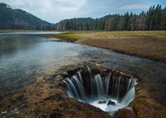 """Oregon's """"Lost Lake"""" creates a waterfall in the middle of the lake."""