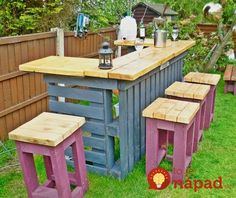 Pallet Garden Furniture Ideas for Functional Models In recent years, a deco trend of recovery has appeared and developed very quickly: garden furniture in pallets . We ended up making pallet furniture f. Pallet Furniture, Furniture Projects, Outdoor Furniture Sets, Recycled Furniture, Backyard Furniture, Furniture Layout, Furniture Plans, Antique Furniture, System Furniture