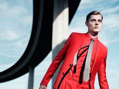 """Hi Buddies, A Dior Homme segue investindo em curtas para celebrar cada nova coleção.Para o verão 2013 da maison, Willy Vanderperre produziu o vídeo """"Underpass"""". Confiram abaixo as fotos e"""