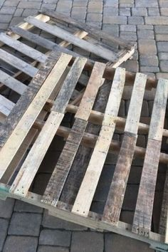 Upgrade your outdoor space with these fun and easy outdoor DIY projects. Learn how to make a fire pit, pallet swing and more with these cheap and simple DIY ideas for your patio or porch. #diy #outdoordiy #backyardprojects Make A Fire Pit, How To Make Fire, Backyard Projects, Diy Projects, Outdoor Projects, Pallet Projects, Diy Pallet, Garden Projects, Backyard Ideas