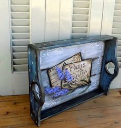 Grazi Decoupage Suitcase, Decoupage Vintage, Decoupage Paper, Diy Furniture Projects, Diy Wood Projects, Wood Crafts, Painted Trays, Country Paintings, Vintage Wood