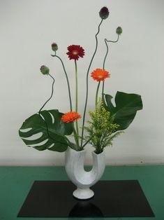 ikebana blumenkunst arrangement vase friede gefühle empfindungen