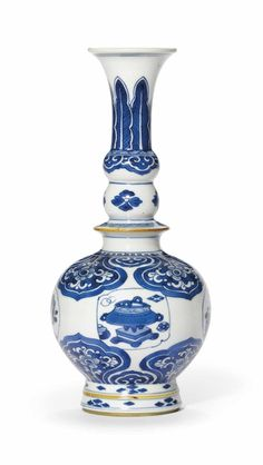 A blue and white bottle vase, Kangxi period (1662-1722)