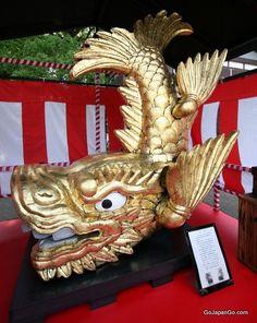 金のシャチホコ The pair of golden fish-like statues on top of the donjon is called 'Kinshachi' and is the symbol of Nagoya Castle