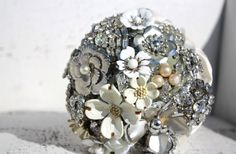 Sparkle! Shine! Pretty! Yes! Bridal bouquets out of #vintage brooches <3