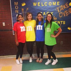 character day: m&ms Twin Costumes, Costumes For Teens, Group Costumes, Original Halloween Costumes, Best Friend Halloween Costumes, Funny Halloween, Halloween Makeup, Halloween Ideas, Halloween Party