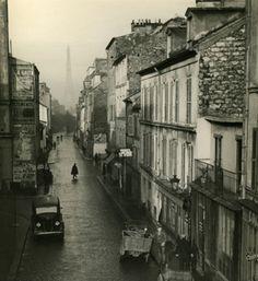 liquidnight:    André Kertész    Rue du Chateau, Paris, 1932    [via La Lettre de la Photographie]
