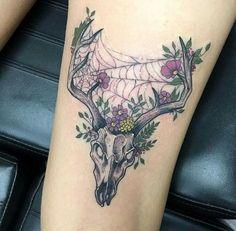 Deer skull mixed with spiderweb tattoo. Colorfully and stylish. - Tattoo Pins Deer skull mixed with spiderweb tattoo. Colorfully and stylish. Animal Skull Tattoos, Bull Skull Tattoos, Skull Tattoo Flowers, Bone Tattoos, Stomach Tattoos, Badass Tattoos, Leg Tattoos, Flower Tattoos, Body Art Tattoos