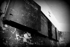 do czego mogły służyć metalowe szafki? sprawdźcie na blogu albo zapytajcie na miejscu  #MiastoHel #pomorskie #bunkry #wakacje