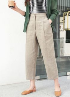 8 Tips On How To Create A Fashionable Khaki Pants Outfit # Outfits pantalon 8 Tips On How To Create A Fashionable Khaki Pants Outfit Spring Outfits, Trendy Outfits, Fashion Outfits, Work Outfits, Fasion, Fashion Trends, Fashion Ideas, Outfit Work, Work Dresses
