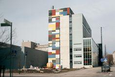 AV-viestinnän osasto sijaitsee Helsingin Arabianrannassa, kulttuurituotannon ja taideteollisuuden keskittymässä.