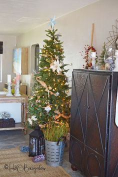 Christmas home tour at the beach with several neutral holiday decor DIY projects and tutorials. Santa Decorations, Halloween Door Decorations, Christmas Decorations For The Home, Christmas Home, Handmade Christmas, Holiday Decor, Christmas Ideas, Christmas Fireplace, Inspiration Wall