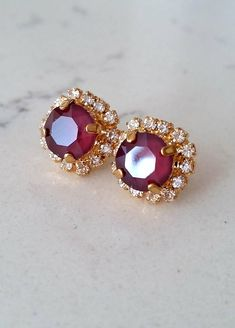 Gold Jhumka Earrings, Gold Earrings Designs, Ruby Earrings, Diamond Earrings, Swarovski, Bridesmaid Earrings, Schmuck Design, Gold Jewelry, Jewelry Design