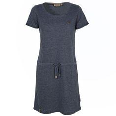 Der Sommer kommt und mit ihm die Zeit der luftigen Kleider! Ein besonders lässiges und vielseitig kombinierbares Modell ist das T-Shirt Kleid El Majmuni von Naketano. Hier erfahrt ihr mehr!