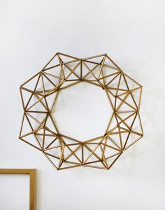 make a gold himmeli wreath - tuorial in SCOUT magazine by Lisa Tilse Straw Crafts, Diy Straw, Wire Crafts, Christmas Crafts, Corn Dolly, Straw Art, Geometric Decor, Wreath Tutorial, Lisa