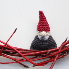 Lutter Idyll: Recipe for crochet Mini-gnome (not just for Christmas, I suppose, but it looked holidayesque to me) Crochet Bunny, Crochet Dolls, Free Crochet, Amigurumi Patterns, Crochet Stone, Gnome Tutorial, Christmas Planning, Christmas Decorations, Gnomes