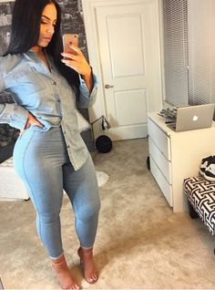 Get Inspired with this Latest Denim Fashion Styles that you can use to improve on your fashion sense when it comes to rocking your favourite Denim Jeans . Fashion Mode, Fashion Killa, Denim Fashion, Girl Fashion, Fashion Outfits, Fashion Tips, Style Fashion, Sexy Jeans, Superenge Jeans