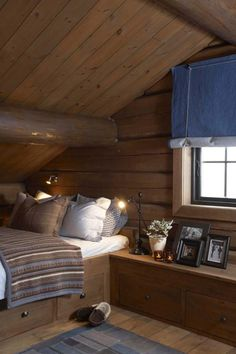 Living at Mountain Lodge Trysil Chalet Interior, Interior Design, Mountain Cabin Decor, Mountain Cabins, Building A Cabin, Building Homes, Cabin Loft, Cabin Interiors, House Beds