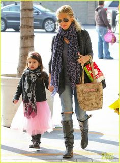 Sarah Michelle Gellar takes her daughter Charlotte to ballet class on December 21, 2013