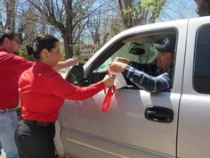 """El día de ayer la alcaldesa Miriam Caballero Arras, arrancó oficialmente la colecta anual de la Cruz Roja Mexicana 2017, bajo el slogan """"Sigue..."""