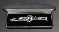 Glamouröses Diamantarmband aus den 40er Jahren Platin. Schauseitig ausgefasst mit insges. 342 Brill — Schmuck