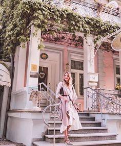 on sundays we wear rosé  @modbymonique loves her KUKLA rosémunde beiger!  #madamekukla #rosémundebeiger