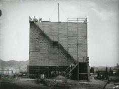 La ruptura del aislamiento internacional (años 50) : la Refinería de Petróleos de Escombreras / Antonio Gómez-Guillamón Buendía.-  En la web Región de Murcia Digital, Historia de la Región.- URL TEXTO COMPLETO:  http://www.regmurcia.com/servlet/s.Sl?sit=c,373,m,1915&r=ReP-27460-DETALLE_REPORTAJES