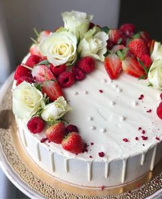 Strawberry Sponge Cake, Elegant Birthday Cakes, Bun Cake, Easy Cake Decorating, Drip Cakes, Vegan Cake, Occasion Cakes, Buttercream Cake, Cake Art