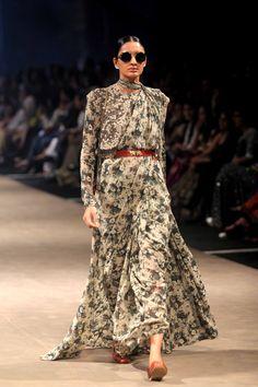 Sabyasachi Mukherjee opens the show of Lakme Fashion Week 2015