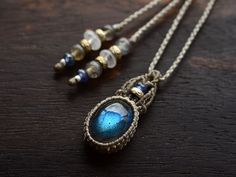 simple wrapped necklace.