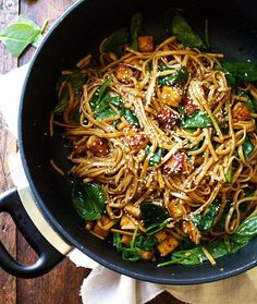 Black pepper stir fried noodles with tofu from Pinch of Yum ...