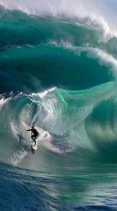 Surfing holidays is a surfing vlog with instructional surf videos, fails and big waves No Wave, Big Wave Surfing, Surf Wave, Surfing Tips, Surfing Pictures, Surfing Images, Its A Mans World, Our World, Sea Waves