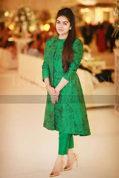Simple n decent Stylish Dresses, Simple Dresses, Casual Dresses, Fashion Dresses, Kurta Designs Women, Blouse Designs, Dress Designs, Indian Designer Outfits, Designer Dresses