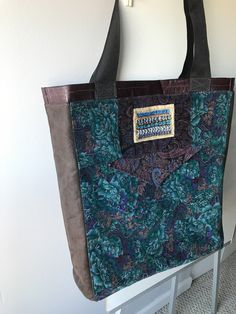 Excited to share the latest addition to my shop: Extra Large Tote bag, vintage velvet with faux suede sides & stiffened bottom. Extra Large Tote Bags, Handmade House, Top Band, Sustainable Fabrics, Vintage Velvet, Vintage Bags, Travel Luggage, Hippie Boho, Vintage Fashion