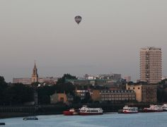 I didn't expect to see this hot air balloon over Jamaica Road Bermondsey this morning at 6a.m, a novel but expensive way to wish someone happy birthday!