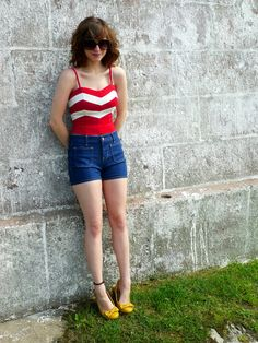 Blue denim with a red and white striped top Cute Jeans, Old Navy Shorts, Classy And Fabulous, High Waisted Shorts, Blue Denim, Dress Up, Cute Outfits, Street Style, Fashion Outfits