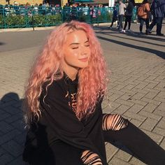 35 Lovely Pink Hair Colors To Inspire Your Next Dye Job - SooShell : 35 Lovely Pink Hair Colors To Inspire Your Next Dye Job hot and bright color dye, charming pink hair, hair color, pink hairstyles Half Dyed Hair, Dyed Hair Men, Split Dyed Hair, Dye My Hair, Half And Half Hair, Hair Color Pink, Hair Dye Colors, Cool Hair Color, Pastel Hair Colors