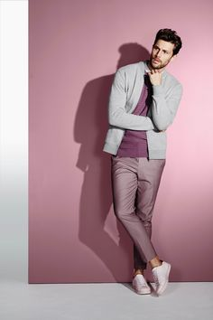 Shades of pink look cool! Portrait Photography Men, Photography Poses For Men, Burton Menswear, Male Poses, Mode Style, Models, Sharp Dressed Man, Mens Clothing Styles, Vintage Men