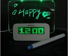 Un petit réveil LED avec tableau pour laisser des messages d'amour ou des choses importantes à ne pas oublier.
