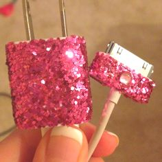 Never lose it again! DIY glitter iPhone charger :) A girl has got to have some glitter! Mod-podge, glitter, mix, paint in on anything you can think of, and let dry. Cute Crafts, Crafts To Do, Arts And Crafts, Diy Crafts, Creative Crafts, Creative Ideas, Diy Glitter, Dandy, Diy Inspiration