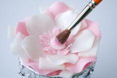 How to make a five petal fantasy flower • CakeJournal.com