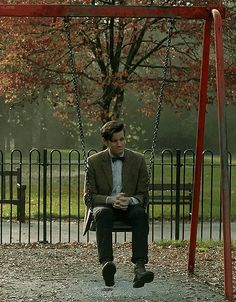 Here, a reason of many why I will miss Matt terribly.  He gets it.  This gesture is perfectly that of the little boy who loses something precious.  Sure he's not a boy, but what I love about Eleven/the Doctor is that there are so many elements of a child in him.  After all he's somewhere around a thousand years old.  He's dealt with so many joys and so many pains.  Bound to make you kind of backwards forwards, right?   But it's the actor who totally goes deep inside and recalls being the…