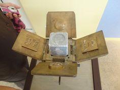 machine à savon exposé à l'usine Occitane
