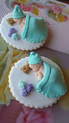 Baby Shower Cakes*Cookies and* Cupcakes (Visited 2 times, 1 visits today) Baby Cake Topper, Fondant Cake Toppers, Fondant Figures, Fondant Cakes, Fondant Bow, Fondant Tutorial, Fondant Flowers, Deco Cupcake, Baby Cupcake