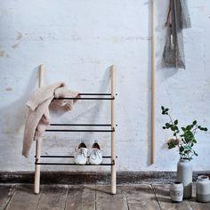 Norrmade - Stick shoe rack made of oiled ash / black Diy Shoe Rack, Small Furniture, Diy Furniture, Entry Way Design, Minimalist Shoes, Bedroom Inspo, Diy Bedroom, Shoe Bench, Design Studio